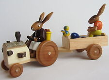Osterhase mit Traktor & Hasenfrau im Anhänger Handarbeit Erzgebirge Hase Ostern