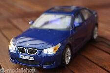 BMW 5-ER M5 E60 1:18 MIT LED-BELEUCHTUNG( XENON ) VON MAISTO IN BLAU