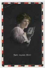 AK Sein teures Bild!, 1 WK, Frau mit Soldaten-Bild 1915