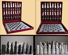 Scacchiera con pretoriani in osso di cammello e base in conchiglia  a mosaico