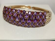 A FINE 9CT YELLOW GOLD GARNET AND AMETHYST HINGED CUFF BANGLE BRACELET 23.2g