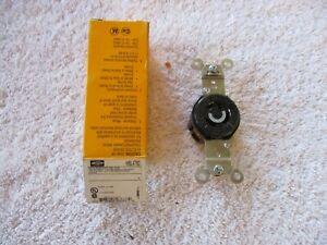 NIB HUBBELL Twist-Lock Single Receptacle 2 Pole 3 Wire    HBL4760