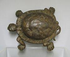 Ancien crachoir en tôle et fonte, d'estaminet, en forme de tortue
