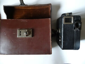 VINTAGE 9.5mm MOVIE CAMERA PATHESCOPE MODEL W29A IN ITS ORIGINAL LEATHER CASE