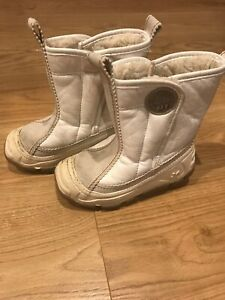 Winter Boots White By Olang Italian Style Size 25/ US 8 Toddler Little Kid