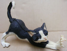 COUNTRY ARTISTS A BREED APART MITTENS (YAWNING BLACK AND WHITE CAT) - 05235