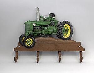 9937816 Eisenguss rustikal farbig Haken Hakenleiste Traktor grün 36x26cm