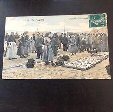 CPA. LE TRÉPORT  76 - Marché aux Poissons. Marchands. Paniers. Étal. 1910?