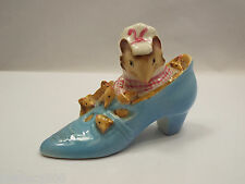 """Beatrix Potter's Figurine """"The Old Woman Who Lived In A Shoe"""" England"""