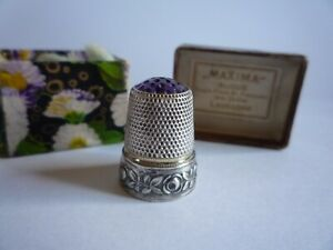 MAXIMA BIJQUX THIMBLE METAL WITH AMETHYST COLOUR STONE IN THE TOP.