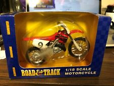 ROAD & TRACK HONDA NO.9 1/18 SCALE MOTORCYCLE