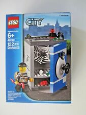 40110 LEGO City Coin Bank comes with a Crook 122 Pcs Factory New In Sealed Box