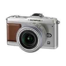 Near Mint! Olympus E-P2 12.3MP with 14-42mm Silver - 1 year warranty