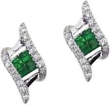 14k Oro Blanco Redondo Esmeralda & Diamante en ángulo Pendientes