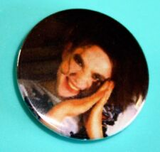 ROBERT SMITH THE CURE 1980S INSPIRED BUTTON PIN BADGE