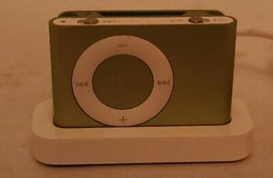 Apple iPod shuffle 2nd A1204 Generation Green (1 GB) W/Charger