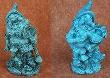 Zwerg, Gnome. Polyresin. Gartenzwerg grau strukturiert. 28 cm. 2 Ausführungen