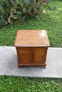 ETHAN ALLEN HEIRLOOM NUTMEG MAPLE RECORD CABINET LOUVERED DOORS END TABLE