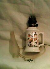 lampe electrique  ceramique / faience  avec verre copiant style lampe a petrole