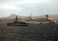 SS Canberra & HMS Andromeda Navy Falklands War 1982 7x5 Inch Reprint Photo