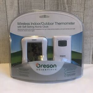Oregon Scientific Wireless Indoor/Outdoor Thermometer Self-Setting Atomic Clock