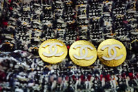 Authentic Chanel Buttons 3pieces gold toned  19 mm 0,8 inch 💋💋logo cc stamped