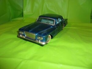 Circa 1960's TIN FRICTION CHRYSLER VALIANT TOY CAR MADE IN JAPAN BY BANDAI!!