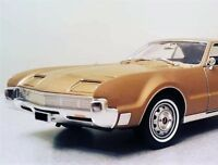 1967 OLDS Oldsmobile Toronado 1 Car Carousel Gold 18 Metal Promo Model 24 442