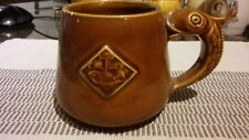 Prinknash ceramica smaltata tazza Stile Medievale BOCCALI Celtic maniglia di pesce