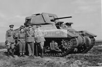 WWII photo Canadian officers at the Ram Mk I tank 576