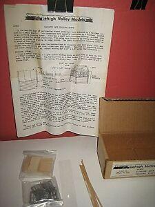 """S"" Lehigh Valley Kit; Elevated Gate Crossing Shanty. Craftsman style kit C-9 sc"