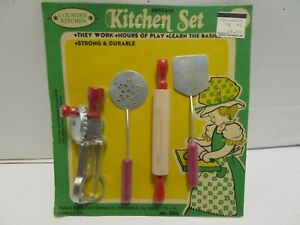 VINTAGE BAKER MANUFACTURING HERITAGE COUNTRY KITCHEN TOY SET ***NEW ON CARD***