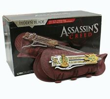ASSASSINS CREED/HOJA OCULTA CALLUM LYNCH- HIDDEN BLADE ASSASSIN'S IN BOX