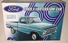 Moebius 1969 Ford F100 Custom Cab Short bed Pickup 1/25 model kit new 1227