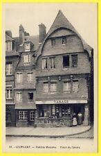 cpa GUINGAMP (Côtes d'Armor) Vieilles MAISONS Place du CENTRE Bureau de TABACS