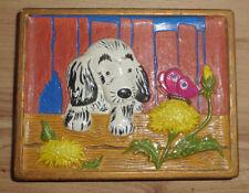 Gipsbild: Hund mit Schmetterling. Abmessungen ca. 12x9,5x1 cm