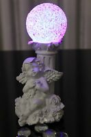 Deko Engel mit Säule und Farbiger LED Kugel Farbwechsel Skulptur Engelchen Blume