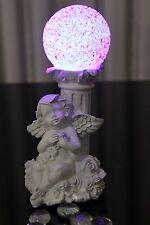Deko Engel mit Säule Figur LED Kugel Farbwechsel Beleuchtung Engelchen Blume