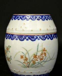 A Chinese Porcelain Barrel Form Covered Pot