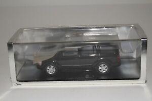Spark Models, 2004 Dodge Durango with Original Box 1/43 Scale