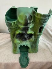 MASTERS OF THE UNIVERSE classics he-man with Castle Grayskull