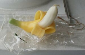 """NEW IN PACKAGE 3 DIMENSIONAL 6 """" BANANA PEELED FRUIT  CANDLE CANDLE"""
