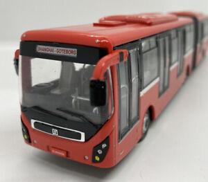 1:64 Diecast Red Long Shuttle Bus