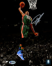 GIANNIS ANTETOKOUNMPO AUTOGRAPHED SIGNED 8X10 PHOTO BUCKS BECKETT 148325