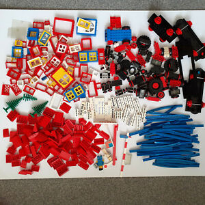 JOB LOT BUNDLE OF VINTAGE LEGO ROOF, WINDOWS, WHEELS, BLUE TRAIN TRACK, FIGURES