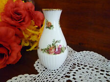 ROYAL ALBERT OLD COUNTRY ROSES  SMALL 11 CM  BUD VASE     EXCELLENT CONDITION