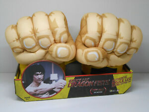 Bruce Lee Dragon Fists with authentic Sound Effects