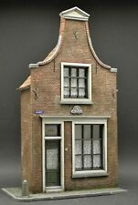 DioDump DD160 Dutch city house - 1:35 scale resin scale model diorama building