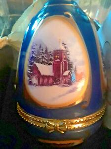 MR CHRISTMAS MUSICAL 2006 BLUE MANGER  ORNAMENT EGG BY VALERIE PARR HILL