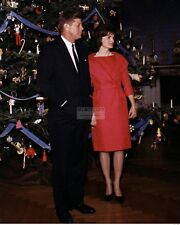 PRESIDENT JOHN F. KENNEDY & JACKIE BY CHRISTMAS TREE 1961 - 8X10 PHOTO (BB-337)